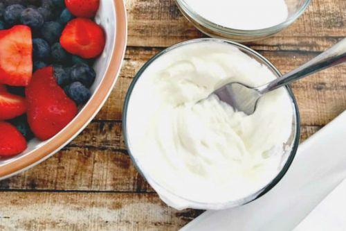 yogurtlu meyveli tarcinli bardak