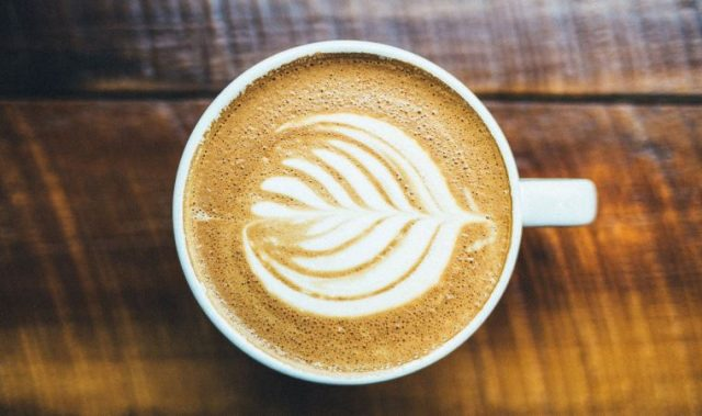 Kahveye Süt Tozu Koymak